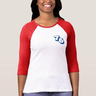 Camiseta roja del raglán de las mujeres del año