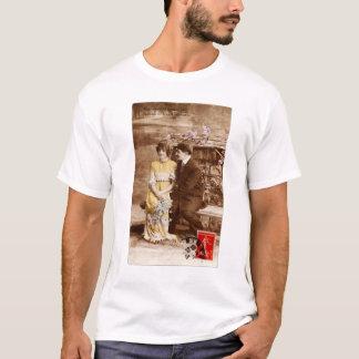 Camiseta Romance francés de la postal del vintage