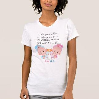 Camiseta Rosa y bebés lindos azules que cuentan con la