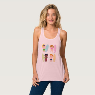 Camiseta rosada con los niños de la resaca