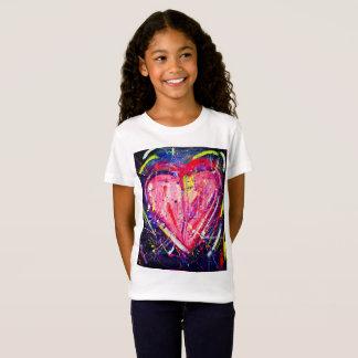 Camiseta rosada del corazón de los niños