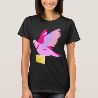 Camiseta rosada linda de la paloma mensajera del