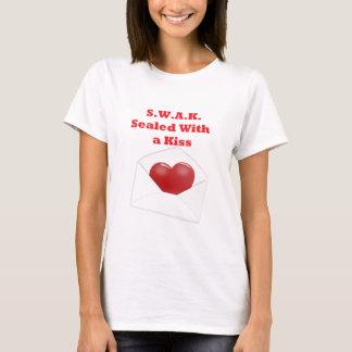 Camiseta S.W.A.K.  Sellado con un beso