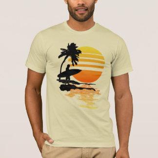 Camiseta Salida del sol que practica surf