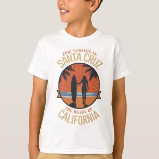Camiseta Santa Cruz que practica surf
