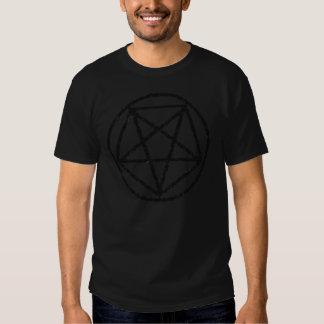 Camiseta satánica negra descolorada del símbolo