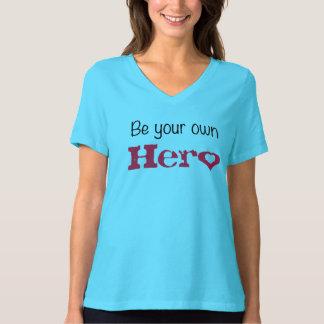 Camiseta Sea su propio héroe con un cuello en v del ajuste