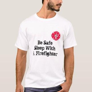 Camiseta Sea sueño seguro con un bombero