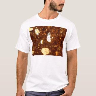 Camiseta Sección fina de un ladrillo debajo del microscopio