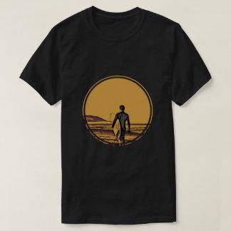 Camiseta Silueta de una persona que practica surf y de una