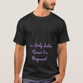 Camiseta ¡Soy solamente sobrio porque estoy embarazada!