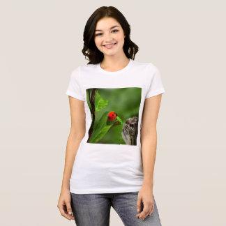 Camiseta Suerte del gato con la mariquita