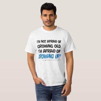 Camiseta Tengo miedo de crecer la camiseta.