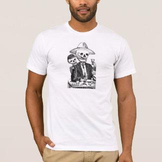 Camiseta Tequila y el fumar de consumición esqueléticos