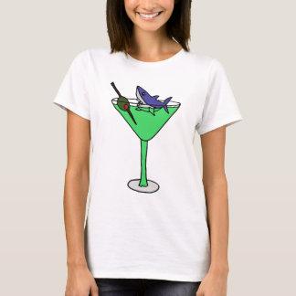 Camiseta Tiburón divertido en el vidrio verde de Martini