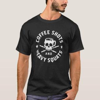Camiseta Tiros del café y posiciones en cuclillas pesadas