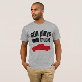 """Camiseta """"Todavía juega con el camión """""""