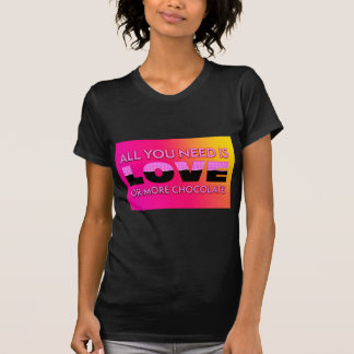 Camiseta Todo lo que usted necesita es amor o más chocolate