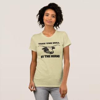 Camiseta Tome la Bull por los cuernos (las mujeres)
