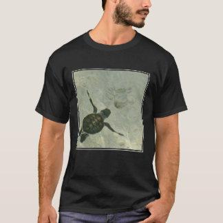 Camiseta Tortuga de mar del bebé que nada hacia fuera al