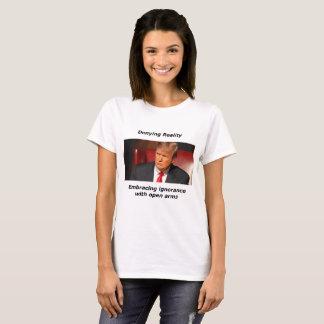 Camiseta Triunfo que niega realidad
