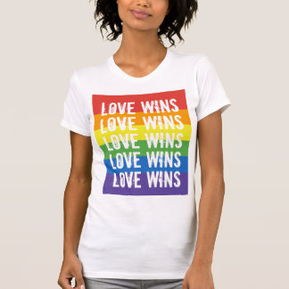 Camiseta Triunfos del amor - bandera del arco iris de la