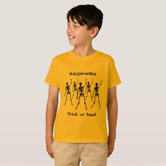 Camiseta Truco o invitación de Halloween en el naranja