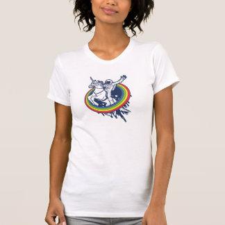 Camiseta Un astronauta que monta un unicornio a través de