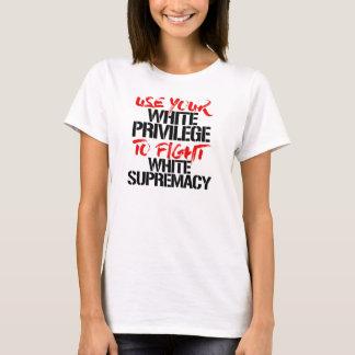 Camiseta Utilice su privilegio blanco de luchar la