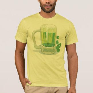 Camiseta verde irlandesa de la cerveza