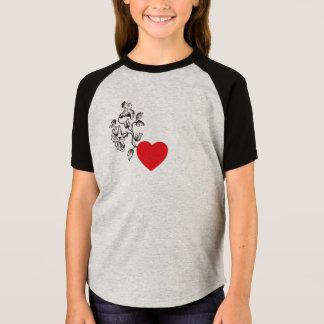 Camisetas del corazón y de las flores