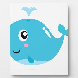 Camisetas maravillosas con el azul de la ballena placa expositora