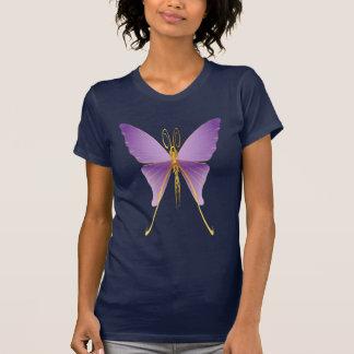 Camisetas púrpura grande de una mariposa