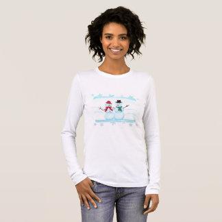 Camisetas que agita sonriente feliz de los pares