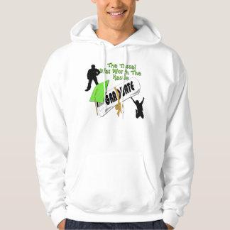 Camisetas verde del casquillo del graduado del