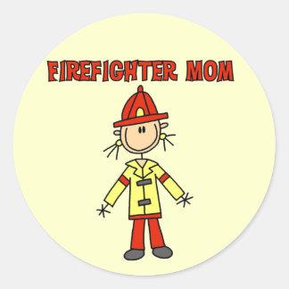 Camisetas y regalos de la mamá del bombero etiqueta redonda
