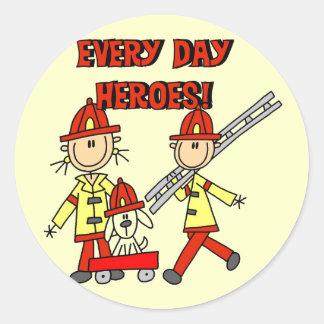 Camisetas y regalos de los héroes del bombero pegatina redonda