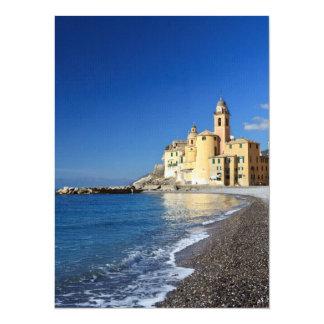 Camogli, playa e iglesia invitaciones personalizada