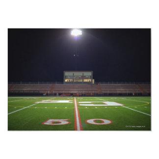 Campo de fútbol iluminado comunicado