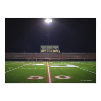 Campo de fútbol iluminado invitación 12,7 x 17,8 cm