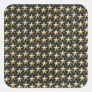 Campo de las estrellas del oro en el monumento de pegatina cuadrada
