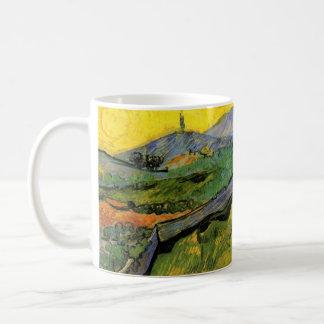 Campo del trigo de primavera, salida del sol, taza de café