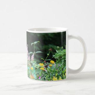 Campo hermoso de la taza de café de las flores