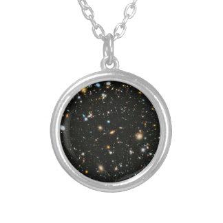 Campo ultra profundo de Hubble Collar Plateado