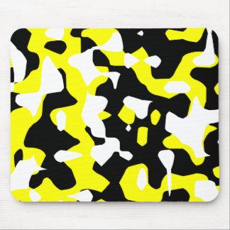 Camuflaje amarillo retro del tigre 80s de Corey (C Alfombrillas De Ratón
