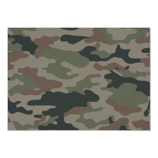 Camuflaje del ejército en verde y los militares de comunicado