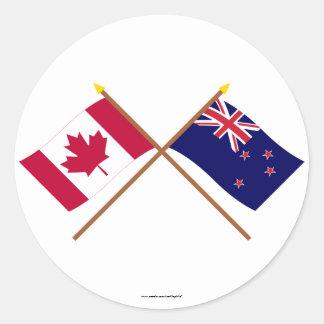 Canadá y banderas cruzadas Nueva Zelanda Pegatina Redonda