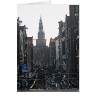 Canal de Amsterdam con las bicis y la tarjeta