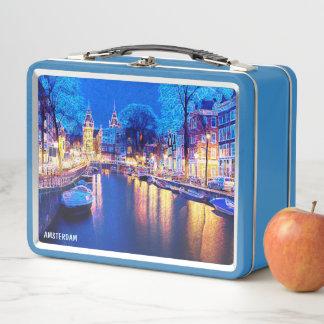 Canal de Amsterdam del invierno en la noche con