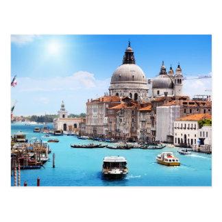 Canal de Venecia en la postal del verano